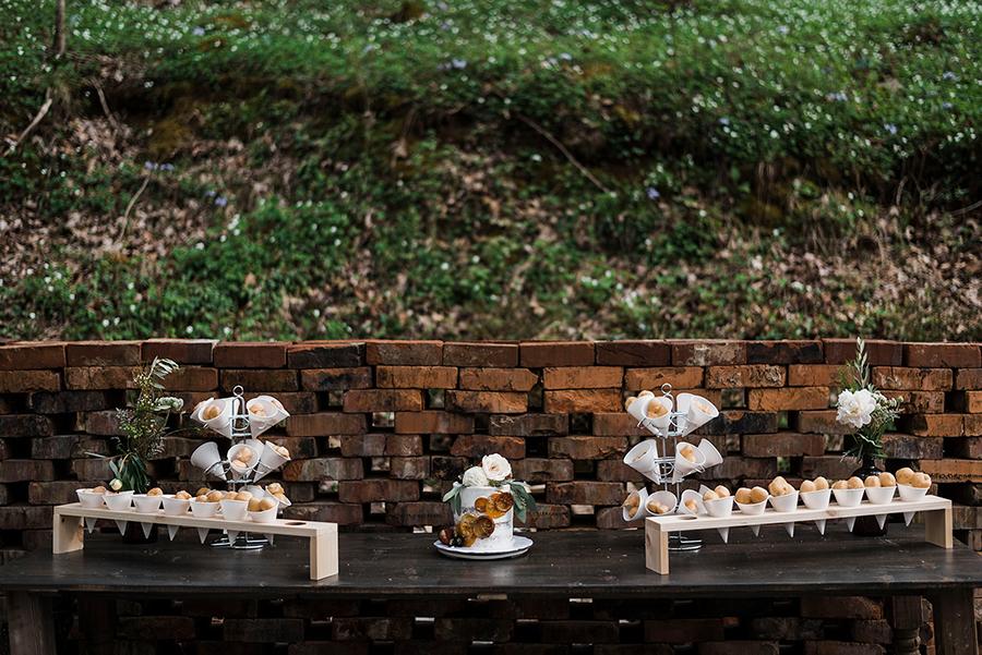 wedding dessert table idea.jpg